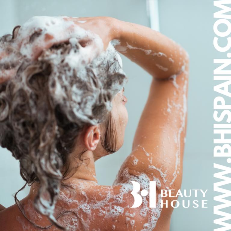 Lee más sobre el artículo Evita la caspa, la picazón y la grasa. Cuida tu cabello y cuero cabelludo.